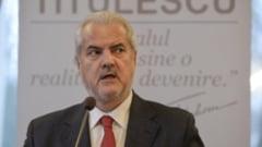 """Omagiu la TVR pentru dublul condamnat Adrian Nastase. A fost prezentat ca un simbol national si premiat: """"Demnitatea ii este carte de vizita"""""""