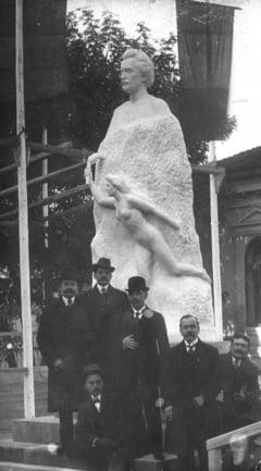 Omagiu lui Eminescu, in parcul cu acelasi nume si la Teatrul Muzical