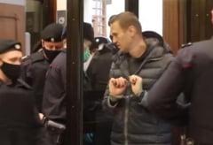 Opozantul rus Aleksei Navalnii, aflat in greva foamei, ar putea fi alimentat cu forta. Procedura este autorizata prin lege