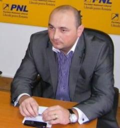 Opozitia a mai pierdut un om: Un deputat PNL a trecut la PDL