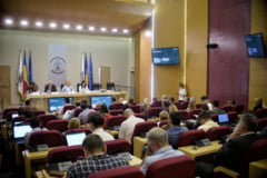 Opozitia o acuza iar pe Firea ca duce Bucurestiul in faliment: Da aproape toti banii pe salarii si publicitate