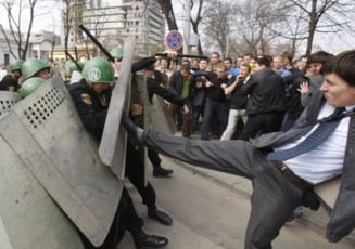 Opozitia se desolidarizeaza de actele de vandalism de la Chisinau