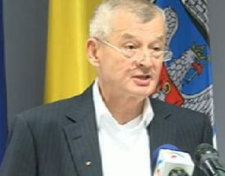 """Oprescu le declara razboi consilierilor """"nerusinati"""" si Guvernului """"specializat in taieri"""""""