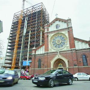 Oprescu vrea ca bucuresteni sa decida soarta Cathedral Plaza