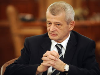 Oprescu vrea sa ramana independent, Antonescu nu-l sustine, Ponta ar vrea