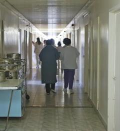 Opt ieseni au ajuns, ieri, la spital, dupa ce au cazut pe gheata