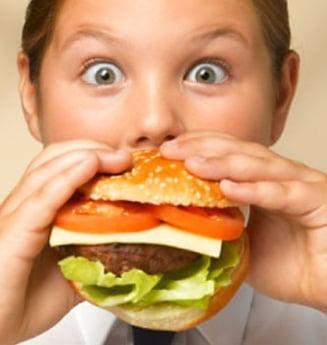 Opt reguli pentru alimentatia copiilor