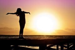 Optimismul are beneficii ascunse - cine vede partea plina a paharului traieste mai mult