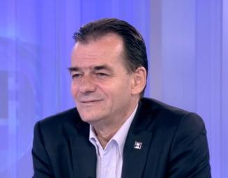 Orban, despre lipsa de reactie a lui Iohannis, cand i s-a facut rau unui militar: Nu avea cum sa vada, pentru ca nu are ochi in ceafa