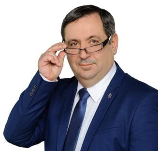"""Orban a numit secretar de stat la Ministerul Economiei """"un argesean nascut liber"""", care a facut afaceri cu Saddam Hussein"""
