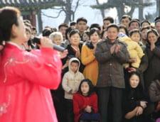 Ordine si disciplina, in pasi de dans, la alegerile din Coreea de Nord: Toti oamenii au votat