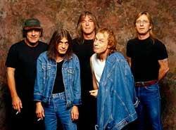 Organizatorul fantoma al concertului AC/DC a fugit cu 10.000 de euro