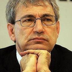 Orhan Pamuk, de la inamic public la erou national