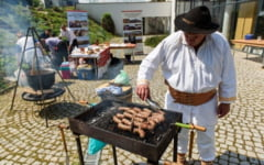 Ostropel de rata, palanet cu varza sau carnati de Apuseni, intre produsele autentice, prezentate de studenti la Festivalul Produselor Traditionale