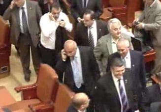 PD-L a parasit plenul Parlamentului inainte de citirea motiunii de cenzura