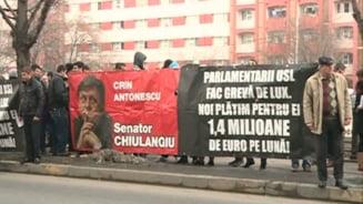 PDL, protest la Primaria Capitalei din cauza bannerelor cu parlamentarii chiulangii