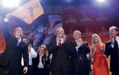 PDL a pierdut zece parlamentari intr-o luna. Emil Boc a pierdut controlul asupra partidului, iar asta l-ar putea costa functia pe MRU