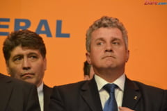 PDL boicoteaza noua Constitutie: USL nu scapa de Parlament unicameral, oricat ar fugi