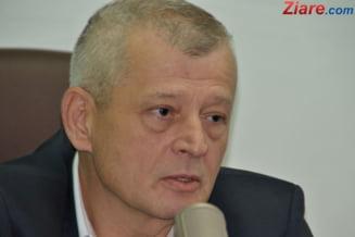 PDL critica investitiile lui Oprescu: tractoras de 55.000 euro, evidenta gropilor din cimitire