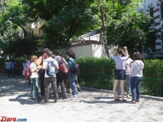 PISA: Fetele au obtinut scoruri mai bune decat baietii la citire