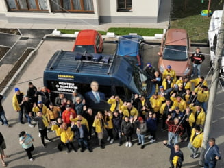 PNL continua sa foloseasca masini electorale cu chipul lui Klaus Iohannis desi BEC a decis ca e ilegal