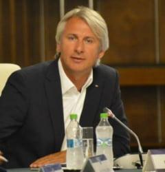PNL ii cere lui Teodorovici sa spuna la consultari cum compenseaza scaderea taxelor