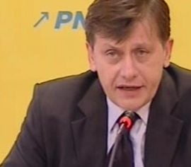 PNL strange semnaturi pentru Crin Antonescu