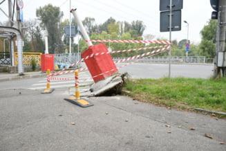 POZA ZILEI: Bariera de pe strada Mamaia a fost pusa la pamant din nou