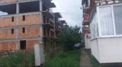 POZA ZILEI. In Floresti, vecinii pot da mana peste balcon