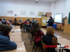 PREVENIREA DELICVENTEI JUVENILE - Politistii maramureseni discuta cu elevii despre alegeri, greseli, consecinte