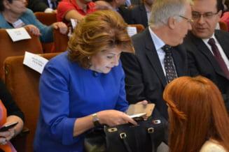 PSD, acuzat de discriminare: Prea putine functii pentru femei si culoarea roz pentru buletinele de vot