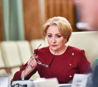 PSD a decis remanierea ministrilor: Carmen Dan si Teodor Melescanu pleaca din Guvern. Dancila s-a luat la harta cu Firea