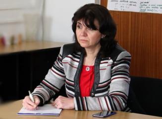 """PSD cere premierului Orban demiterea ministrului Educatiei Monica Anisie: """"Nu mai intelege nimic din ce se intampla in jurul ei"""""""