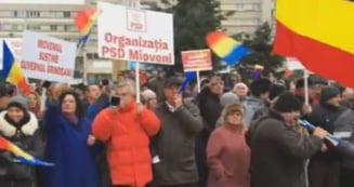 """PSD si-a scos membrii de partid la un miting pentru sustinerea Guvernului: """"Astazi la Pitesti, maine-n Bucuresti!"""""""