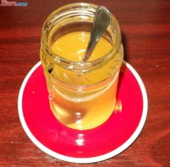 Pacaleala din borcan: Mierea romaneasca e amestecata cu cea din China