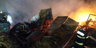 Pagube de aproximativ 200.000 de lei, in urma incendiului izbucnit la un depozit de mobila din Gheorgheni; cel mai probabil, un scurtcircuit electric a fost cauza