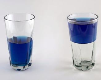 Paharul plin si paharul gol al unei saptamani teribile (Opinii)