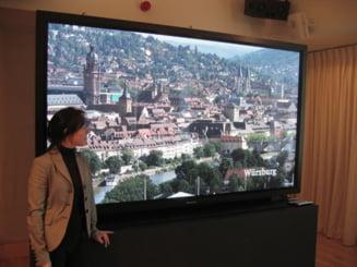 Panasonic a lansat un televizor care costa cat un apartament in Bucuresti