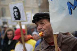 Pancarte cu Che Guevara la protestul angajatilor de la Santierul Naval Magalia