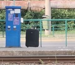Panică în centrul Aradului, după ce o valiză a fost abandonată într-o stație de tramvai. Intervenție a SRI