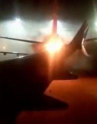 Panica pe aeroportul din Toronto dupa ce doua avioane s-au ciocnit pe pista si unul a luat foc (Video)