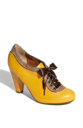 Pantofii stiu exact cine esti si te pot da oricand de gol