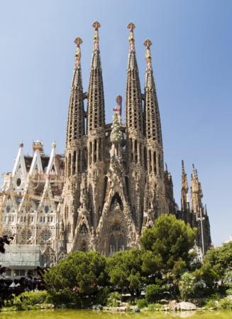 Papa Benedict si-a inceput vizita in Spania