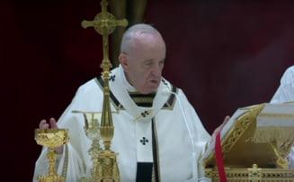 Papa Francisc, singur la slujba din ajun de Paste: Nu cedati in fata fricii! Fiti mesageri ai vietii in acest timp al mortii