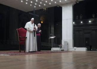 Papa Francisc a condus vineri procesiunea Drumul Crucii in piata goala a Bazilicii Sfantul Petru (Foto&Video)