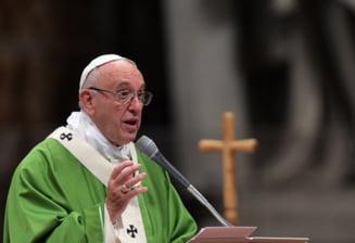 Papa Francisc a criticat dur presa pentru stirile false si a facut o comparatie cu... mancatul fecalelor