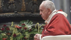 Papa Francisc a fost internat la spital. Suveranul Pontif va suferi o operatie la colon
