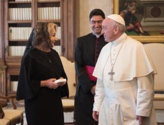 Papa Francisc a intrebat-o pe Dancila daca vrea sa-si termine mandatul si a confirmat ca vine in 2019 in Romania (Foto & Video)