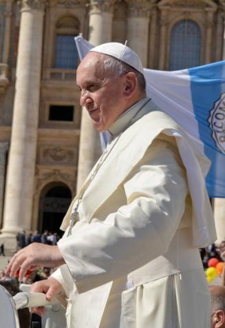"""Papa Francisc trage un semnal de alarma cu privire la migrantii care vin in UE. """"Mediterana a devenit cel mai mare cimitir din Europa"""""""