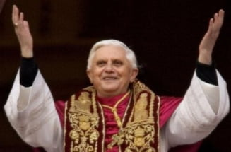 Papa a sfintit Sagrada Familia: Cupluri de gay se sarutau ostentativ